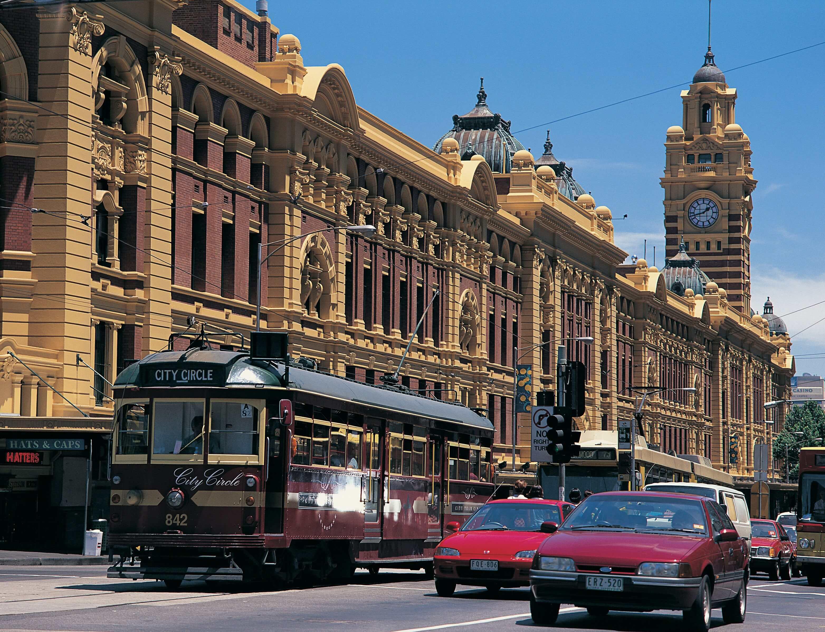Melbourne: Flinders Street Station with tram